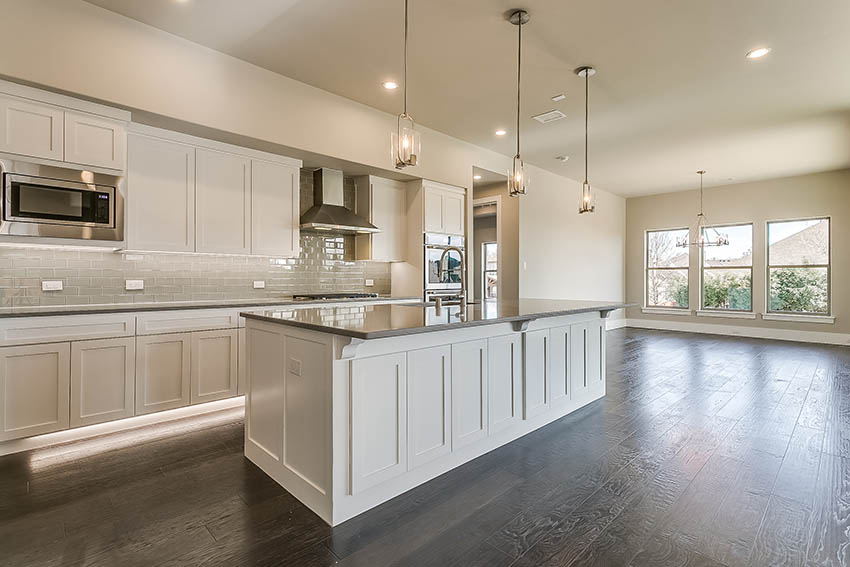 https://lingenfeltercustomhomes.com/wp-content/uploads/2018/03/3616-Grant-Ct-Flower-Mound-TX-print-026-43-Grant-Ct-35-of-71-2736x1824-300dpi.jpg